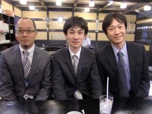左:鎌田先生、真ん中:降矢先生、右:私 (盛岡の歯周病学会にて)